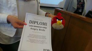 Angry Birds -lintu voitti Porissa kuntavaalien aikaan järjestetyt lasten vaalit. Lintu pääsee seuraamaan valtuuston kokouksia aitiopaikalta.