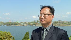 Yksikönpäällikkö Pak Yun Sik Pohjois-Korean ulkoministeriöstä.