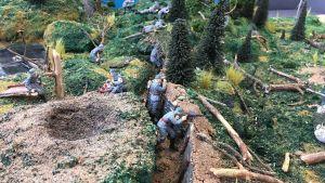 Vuoksenniskan kahdeksas-luokkalaiset ovat askarrelleet Tali-Ihantalan taistelusta autenttisen pienoismalli-ympäristön eli dio-raaman