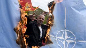 naton lippua poltetaan