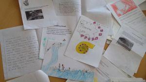 Lasten kirjoittamia haaveita papereilla