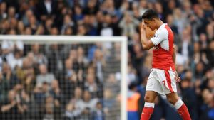 Arsenalin Alexis Sanchez pettyneenä.