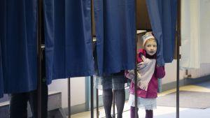Äänestäjiä Henin-Beaumont'ssa, Pohjois-Ranskassa sunnuntaina.