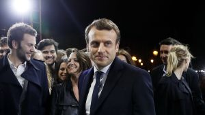 Emmanuel Macron kannattajien keskellä vaalivoiton ratkettua. Pariisi 7. toukokuuta.