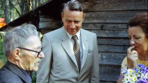 Mauno Koivisto puolisonsa Tellervo Koiviston kanssa Hyrynsalmella heinäkuussa 1982.