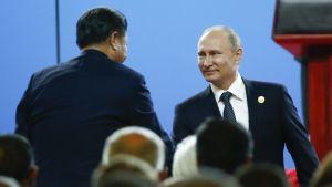 Kiinan presidentti Xi Jinping ja Venäjän presidentti Vladimir Putin tapasivat Belt and Road Forumin avajaisissa Pekingissä 14. toukokuuta.