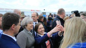 Britannian pääministeri Theresa May Pohjois-Irlannissa