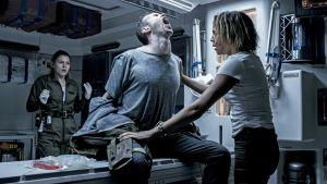 Benjamin Rigbyn esittämälle Ledward-hahmolle käy vähän ikävästi Alien Covenant -elokuvassa.