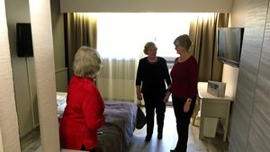 Hotellitoimintaan palautetun Kivitipun uudistettuihin tiloihin kävi tutustumassa väkeä avoimien ovien päivänä.
