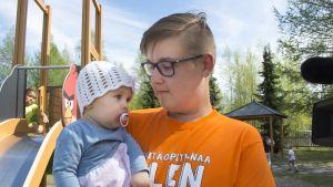 Klaus-Fred Tamm pikkusiskonsa kanssa