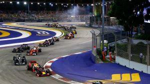 Singaporen F1-kisan vuonna 2016 vei nimiinsä Mercedeksen Nico Rosberg.