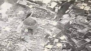 Ilmakuva al-Nurin moskeijan raunioista.