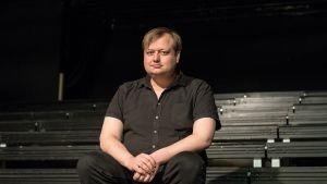 Teatteriohjaaja Lauri Maijala.