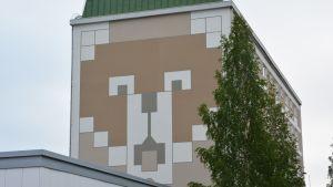 Kontiokulman kerrostalo Kajaanissa.