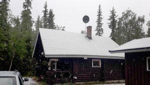 Lunta sataa heinäkuussa Muoniossa.