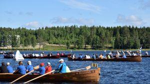 Sulkavan Suursoutujen retkisarjan kirkkoveneiden lähtö vuonna 2017.