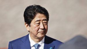 Shinzo Abe Helsingissä maanantaina.