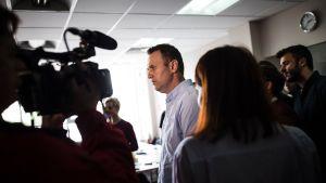 Oppositiojohtaja Aleksei Navalnyi puhui lehdistölle toimistossaan 7. heinäkuuta.