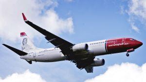 Norwegian-yhtiön lentokone ilmassa.
