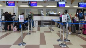 Kemi-Tornion lentoaseman check-in.