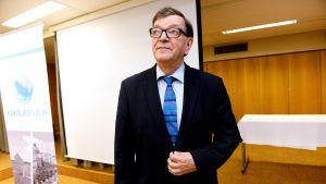Paavo Väyrynen aikoo lähteä presidentinvaaleihin kannattajayhdistyksen kautta.
