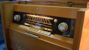 kaappimallinen putkiradio