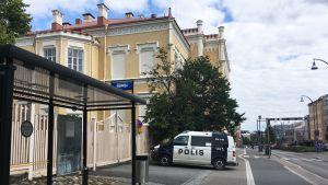 Poliisiauto Jyväskylän keskustassa.