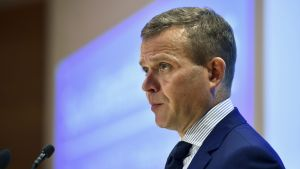 Valtiovarainministeri Petteri Orpo puhuu Suomen suurlähettiläiden kokouksessa Helsingissä 21. elokuuta 2017.