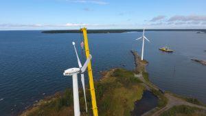Tuulivoimaloiden purkaminen on käynnissä Korsnäsissä.