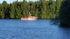 Pelastusvene Toppila etsintätehtävissä Oulun merialueella.