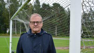 Professori Kari Uusikylän yksi lempipaikoista on yhä jalkapallokenttä.