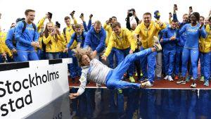 Ruotsi juhlii yleisurheilumaaottelun voittoa.