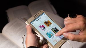 Äänikirjojen suosio on kasvanut nopeasti.