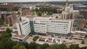 Olympiakomitean ja monen lajiliiton toimistot sijaitsevat Helsingin Pasilassa.