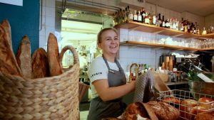 Saako olla juureen leivottua leipää? kysyy Milla Frantti.
