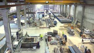 Kuvassa tehdashalli