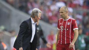 Bayern-luotsi Jupp Heynckes (vas.) ja Arjen Robben