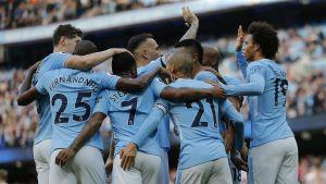 Manchester Cityn pelaajat juhlivat Stokea vastaan.