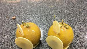 Toni Rantalan tekemät mandariinin muotoiset leivokset.