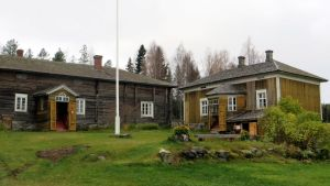 Riuttalan talonpoikaismuseon rakennuksia Kuopion Karttulassa.