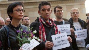 Eurooppalaiset toimittajat pitivät hiljaisen hetken maltalaistoimittajan muistoksi Brysselissä.