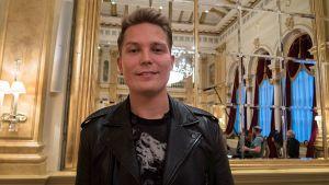 Cheek kertoi lopettamisestaan Hotelli Kämpin Peilisalissa.