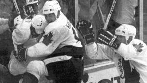 Dale Hawerchuk Kanadan paidassa vuonna 1991