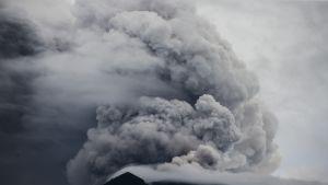 Agung-tulivuori purkautuu