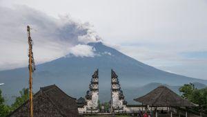 Agung-tulivuoren purkautuminen on saanut Balin varpailleen.