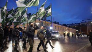 """Uusnatsien järjestämä """"Kohti vapautta"""" –kulkue 6. joulukuuta."""