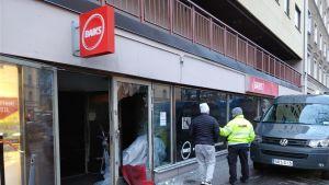 Tulipalossa kärsinyt polkupyöräkauppa Helsinginkadulla Kalliossa