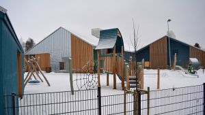 Seinäjoen Pohjaan valmistunut uusi päiväkoti Taika tarjoaa hoitoa vuorotta. Talo on kiinni vain kahtena päivänä vuodessa, jouluna ja juhannuksena.