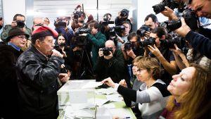 Katalonialaismies äänesti Barcelonassa alueparlmanttivaaleissa torstaina 21.12.2017.