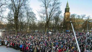 Joulurauha julistettiin Vanhalla Suurtorilla Turussa jouluaattona 24. joulukuuta 2017.